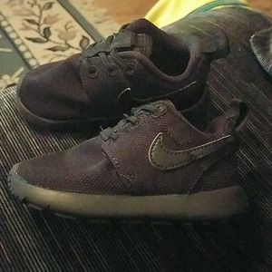 All black toddler Nikes tennis shoes